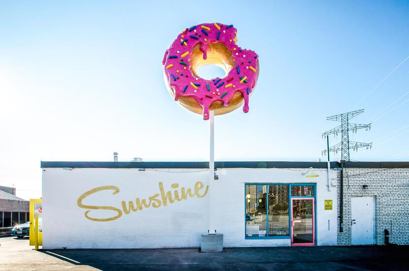 ASTOUND_SunshineDonuts_GiantDonutSign_(1)