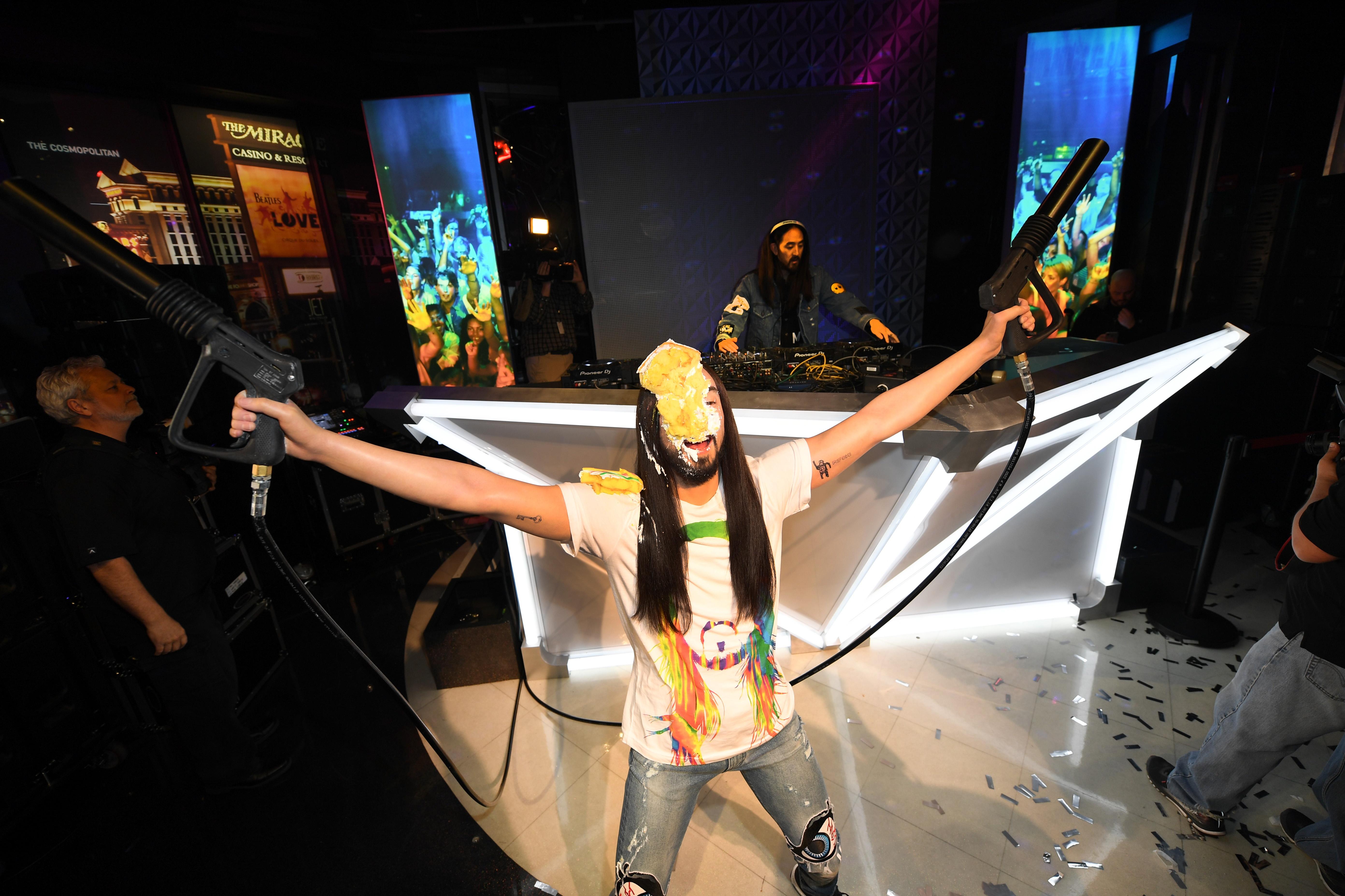 Steve Aoki at Madame Tussauds Las Vegas DJ Experience Launch_10