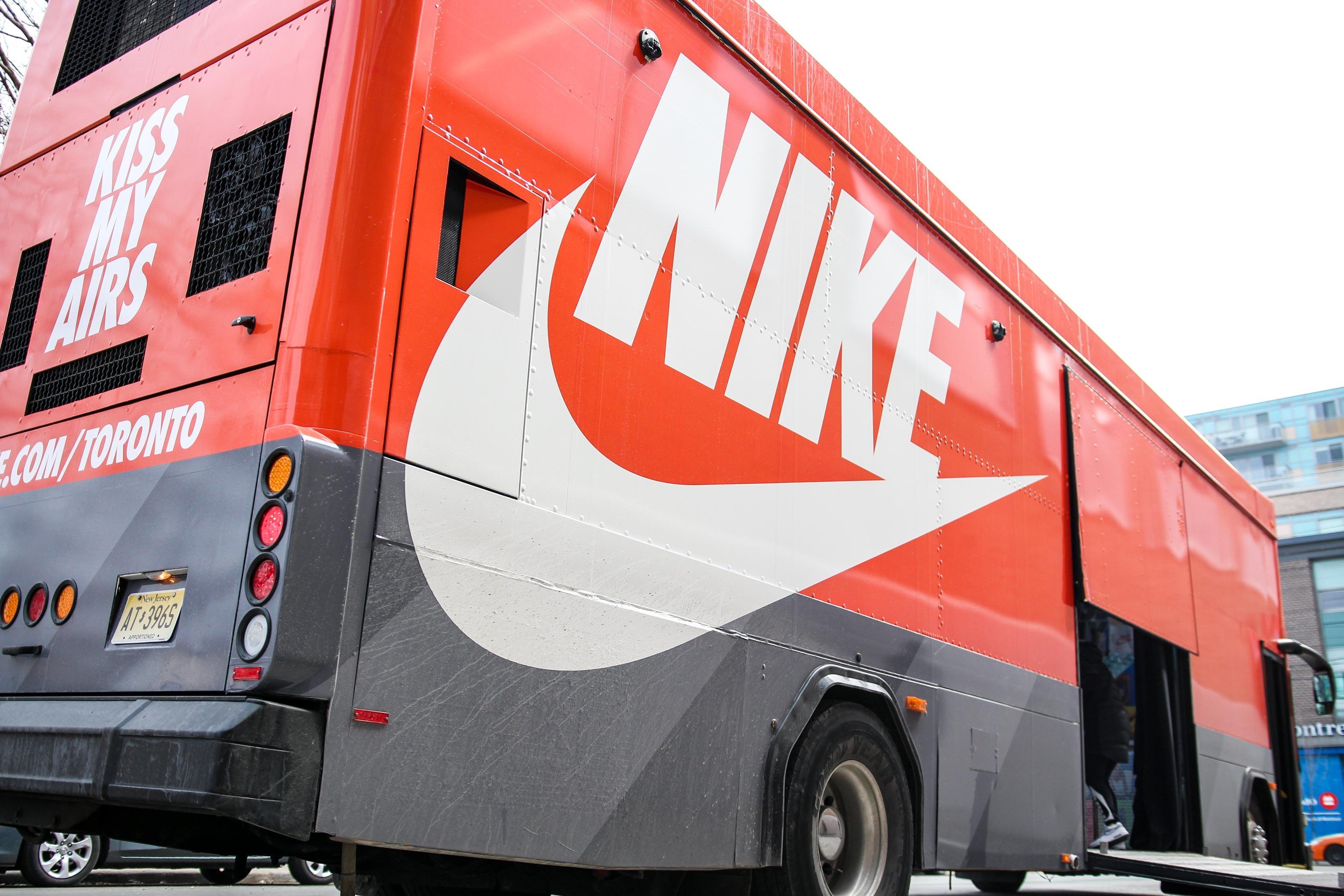 ASTOUND_Nike_AirMaxBus_(3)