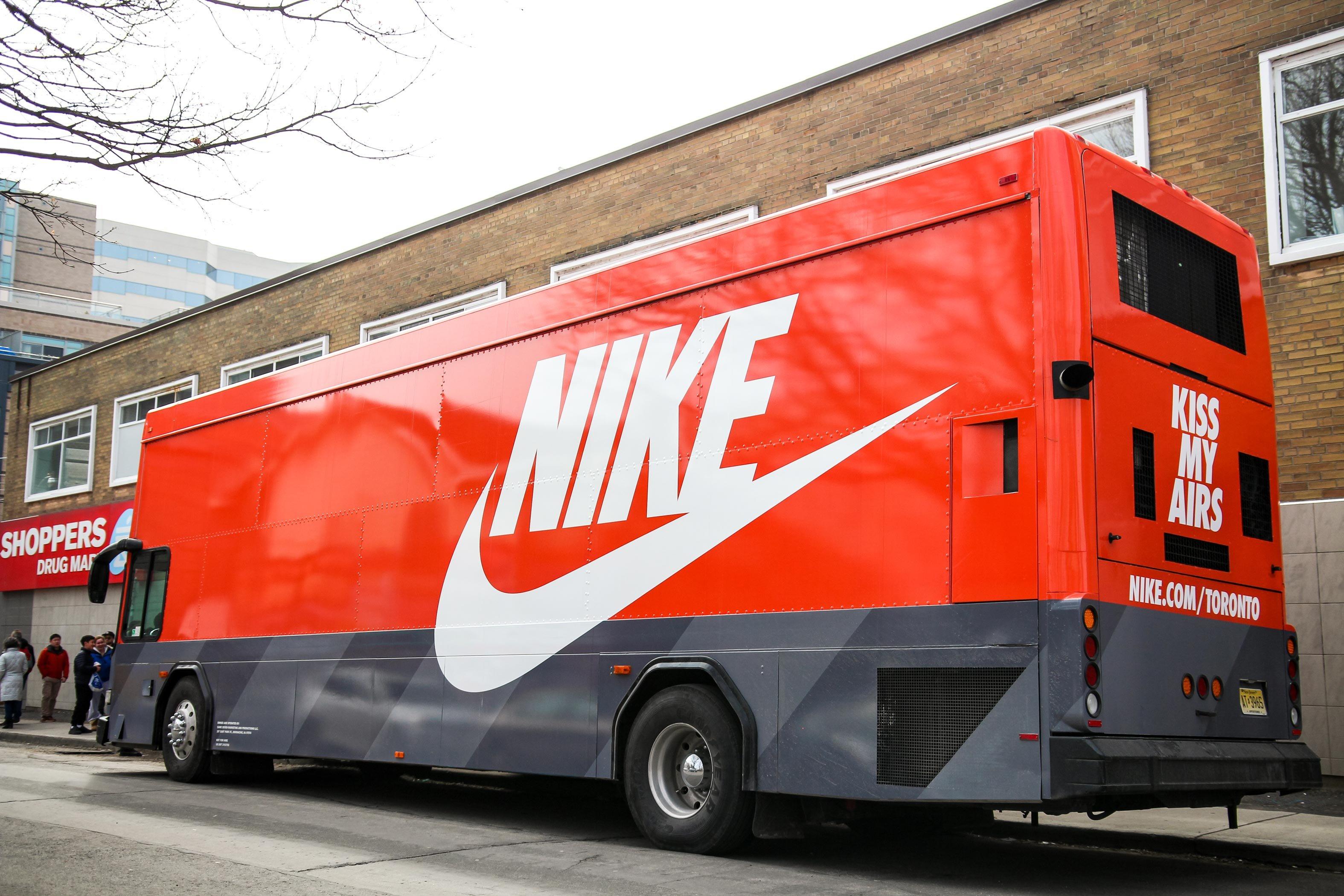ASTOUND_Nike_AirMaxBus_(9)