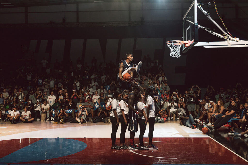 Nike-Hosts-the-Epic-Air-Show-Dunk-Contest-at-the-Air-Hanger-Los-Angeles-23-1024x683